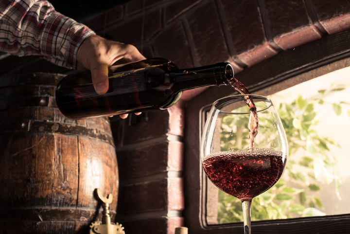 8 Beginner Tips for Drinking Red Wine the Right Way