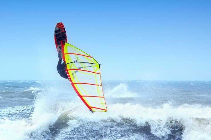 7 Types of Water Sports for Summer Vacations