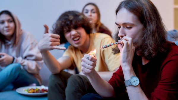 7 Unspoken Etiquette Rules of Smoking Weed